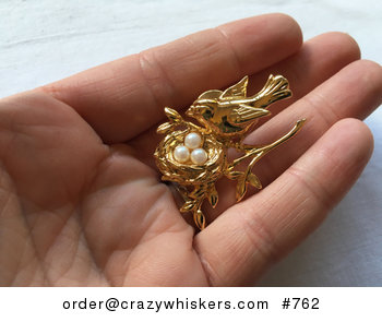 Adorable Vintage Gold Toned Mamma Bird and Pearl Eggs in a Nest Brooch Pin #7xsYuAz86zM