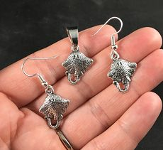 Beautiful Silver Toned Stingray Earrings and Pendant Necklace #9VxiCHKwRPQ