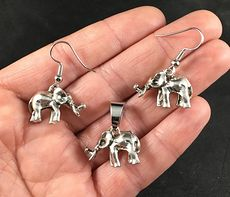 Cute 3d Vintage Silver Toned Elephant Pendant Necklace and Earrings Jewelry Set #4ALb1wkNTXw