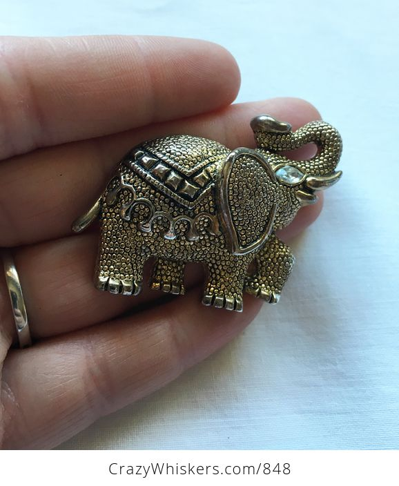 Fancy Textured Gold Toned Vintage Circus Elephant Brooch Pin - #gaaXaGGlXsQ-1