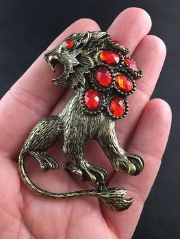 Large Angry Lion and Red Faceted Stone Pendant in Vintage Gold Tone #6mnStmrKjmc