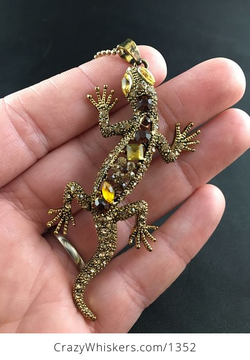 Stunning Gecko Lizard Pendant with Topaz Rhinestones on Vintage Gold Tone - #5rnlayXNeuM-1