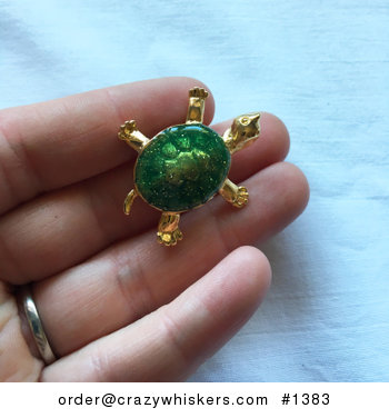 Vintage Gold Tone and Sparkly Green Turtle Tortoise Brooch Pin #WVYOAnLQf98
