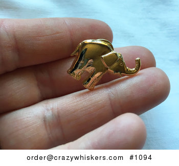 Vintage Gold Tone Elephant Brooch Pin in Nearly New Condition #bcbD0h2fMLc