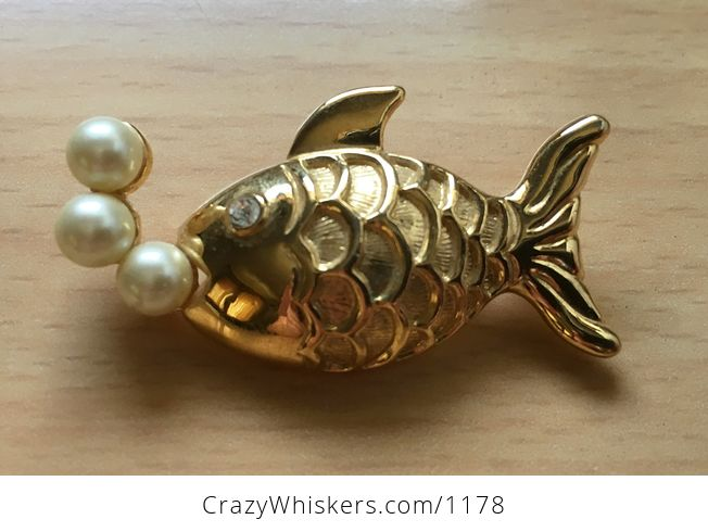 Vintage Marvella Gold Tone Fish Brooch Pin with Pearl Bubbles - #CSqCNdZJ2vc-2