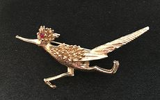 Vintage Signed Gold Tone and Ruby Hobe Rodrunner Pin Brooch #4z5eOOizSMg